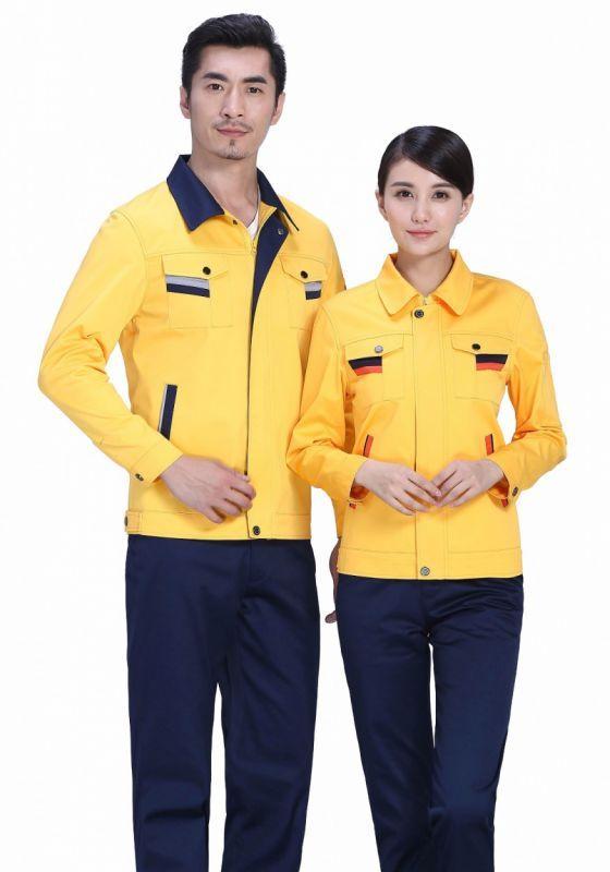 黄色上衣+藏蓝裤